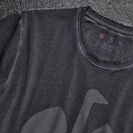 Överdelar: T-Shirt e.s.motion ten ostrich + oxidsvart vintage 2