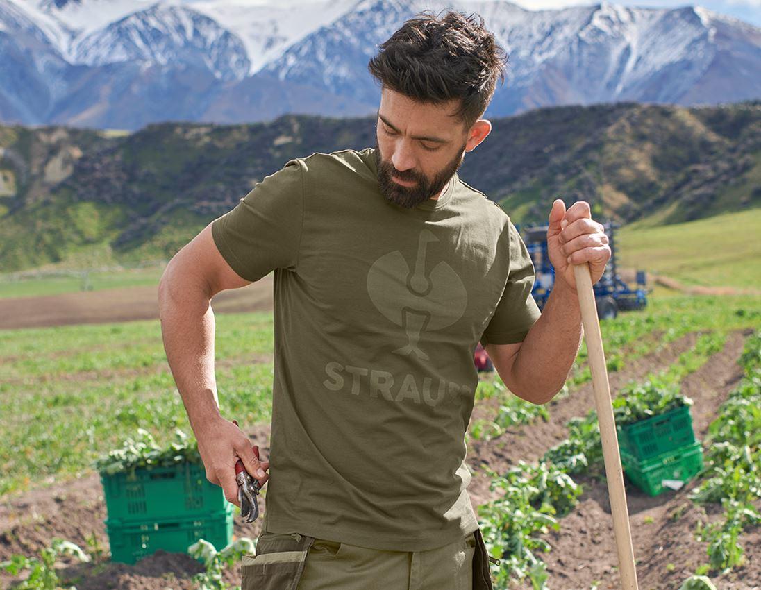 Överdelar: T-Shirt  e.s.concrete + slammgrön