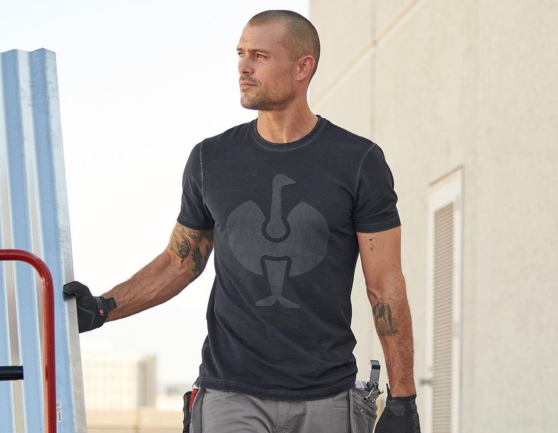 Överdelar: T-Shirt e.s.motion ten ostrich + oxidsvart vintage